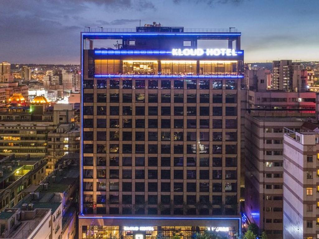 逢甲夜市走路3分鐘的機器人旅店!台中「浮雲客棧」新開幕