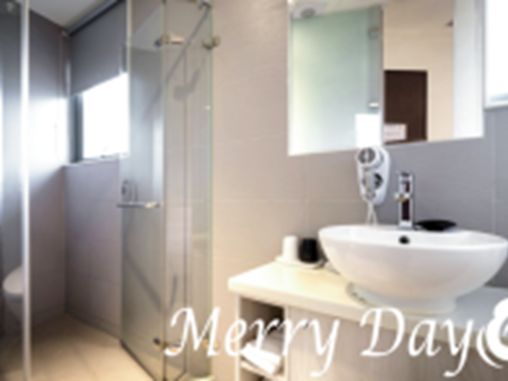 飯店廁所浴室門為什麼是透明的?5個超實用安全功能這樣說